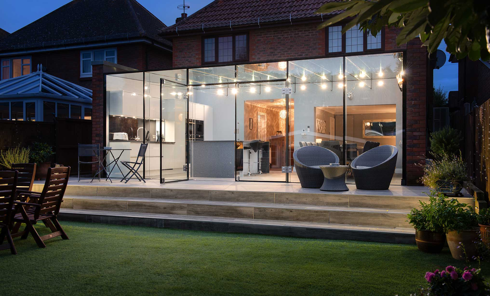 Blink Architecture - Home extension at night